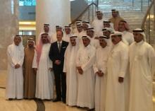 رجل الأعمال خلف الحبتور يستضيف عدداً من رجال الأعمال في فندق والدورف استوريا