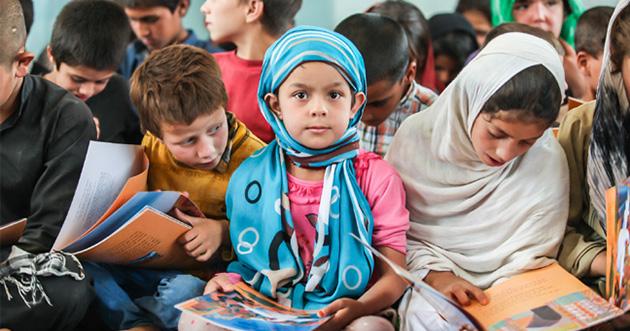 أمل في الجحيم: ناشرون يرمون طوق نجاة محو الأمية إلى الأطفال في مناطق الحروب
