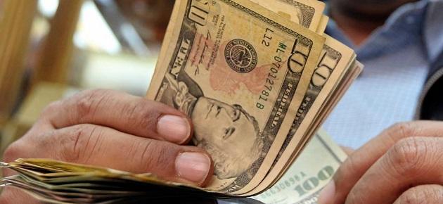 غرفة تجارة دمشق تدعو الصناعيين والتجار إلى وقف شراء الدولار مؤقتاً